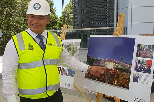 Mayor Tom Tate shows the new Gold Coast amphitheatre